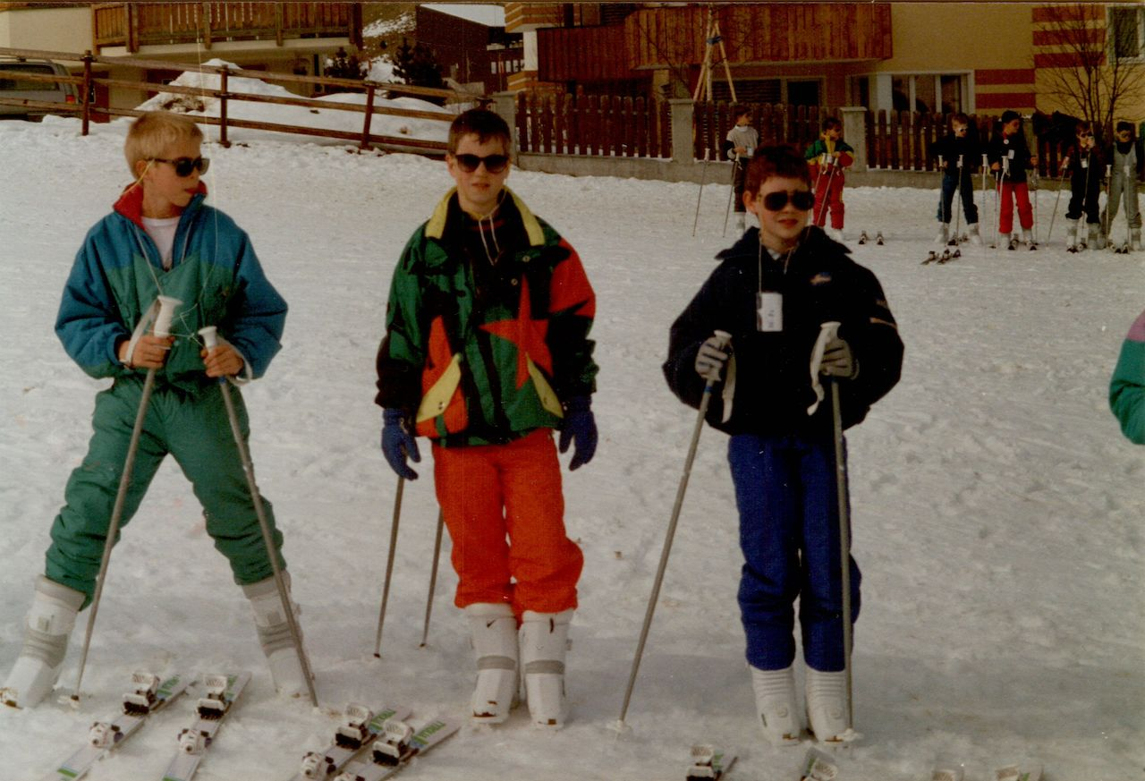 Dries skiing with school