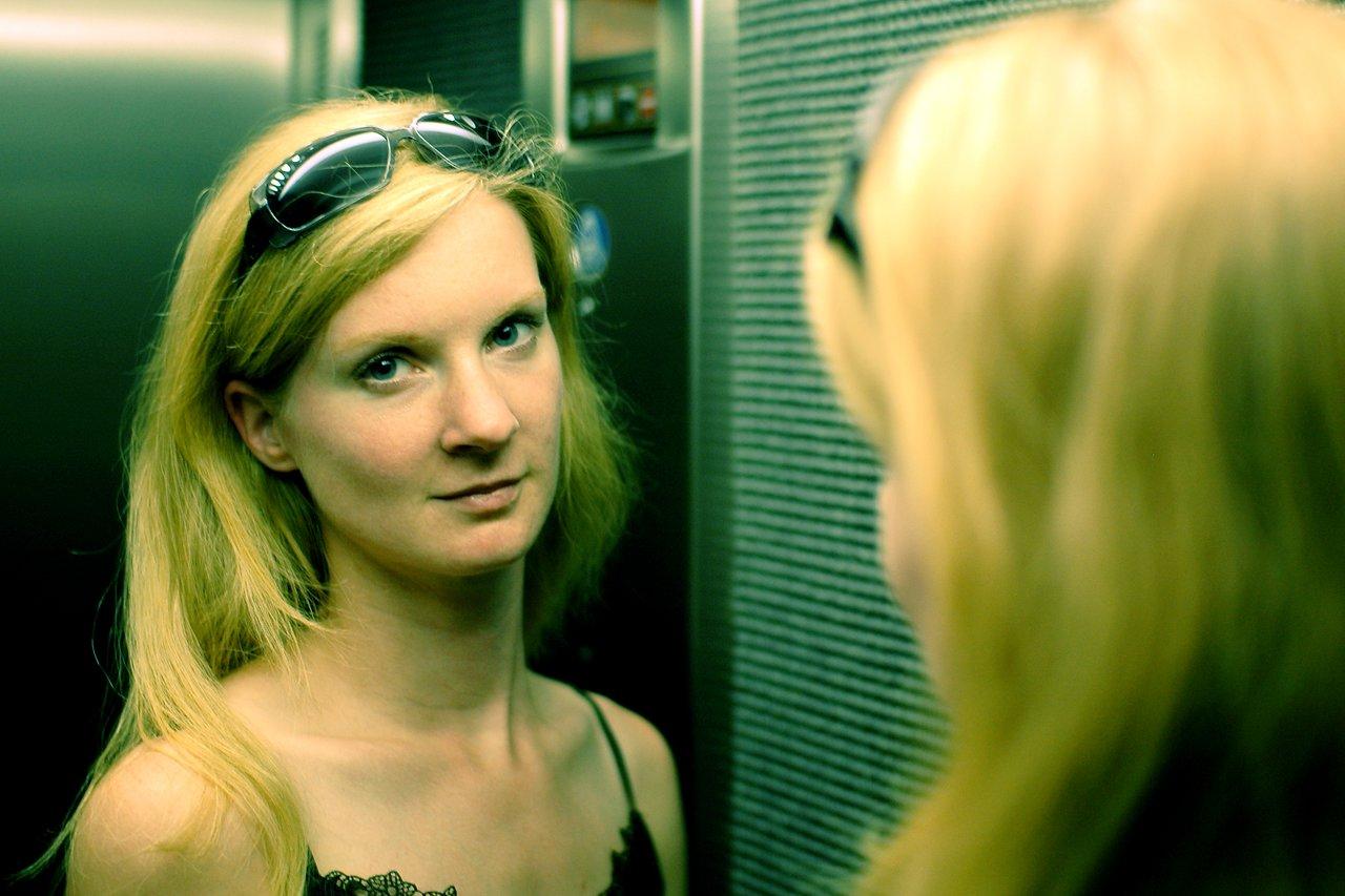 Karlijn in elevator
