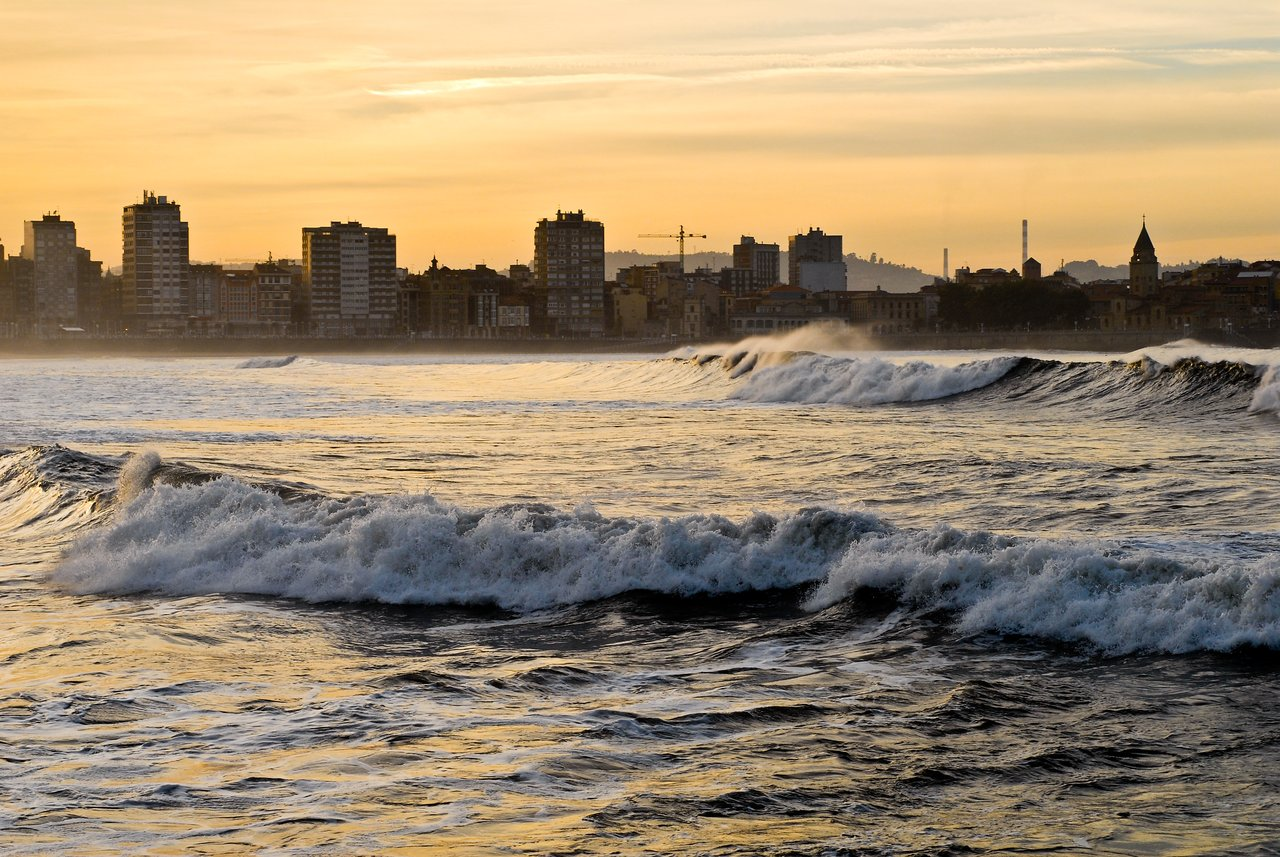 Waves in gijon