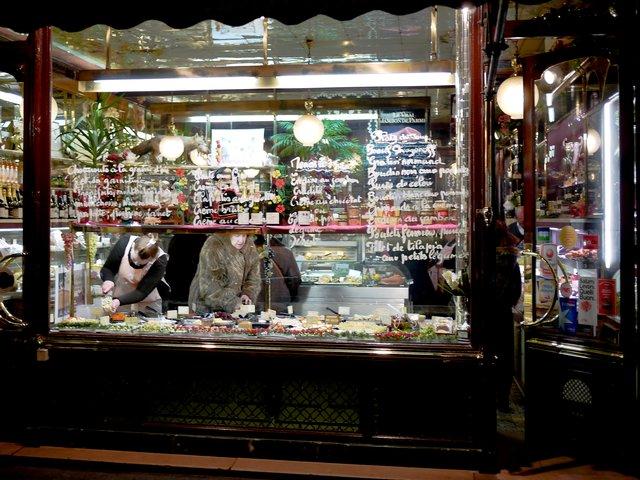 Paris merchants by night