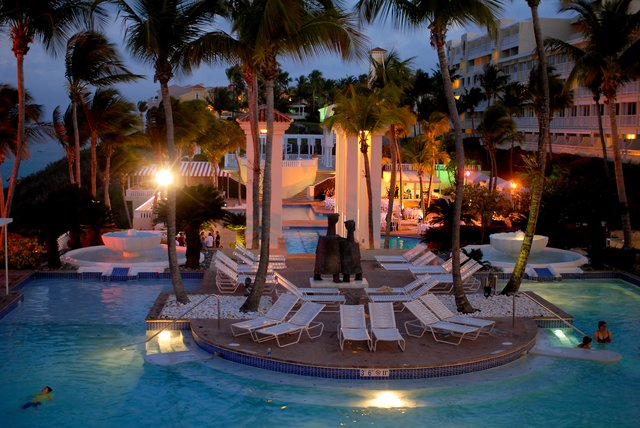 El conquistador pools by night